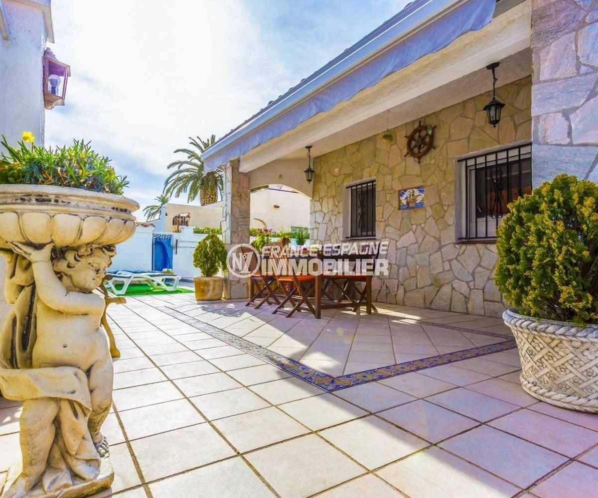 agence immobiliere empuriabrava: villa ref.3832, vue en perspective sur la terrasse et accès piscine