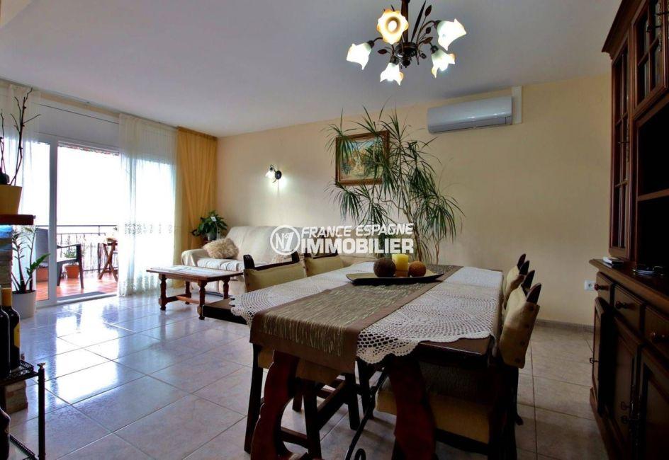 immobilier roses espagne: appartement ref.3820, salon / séjour avec accès à la terrasse