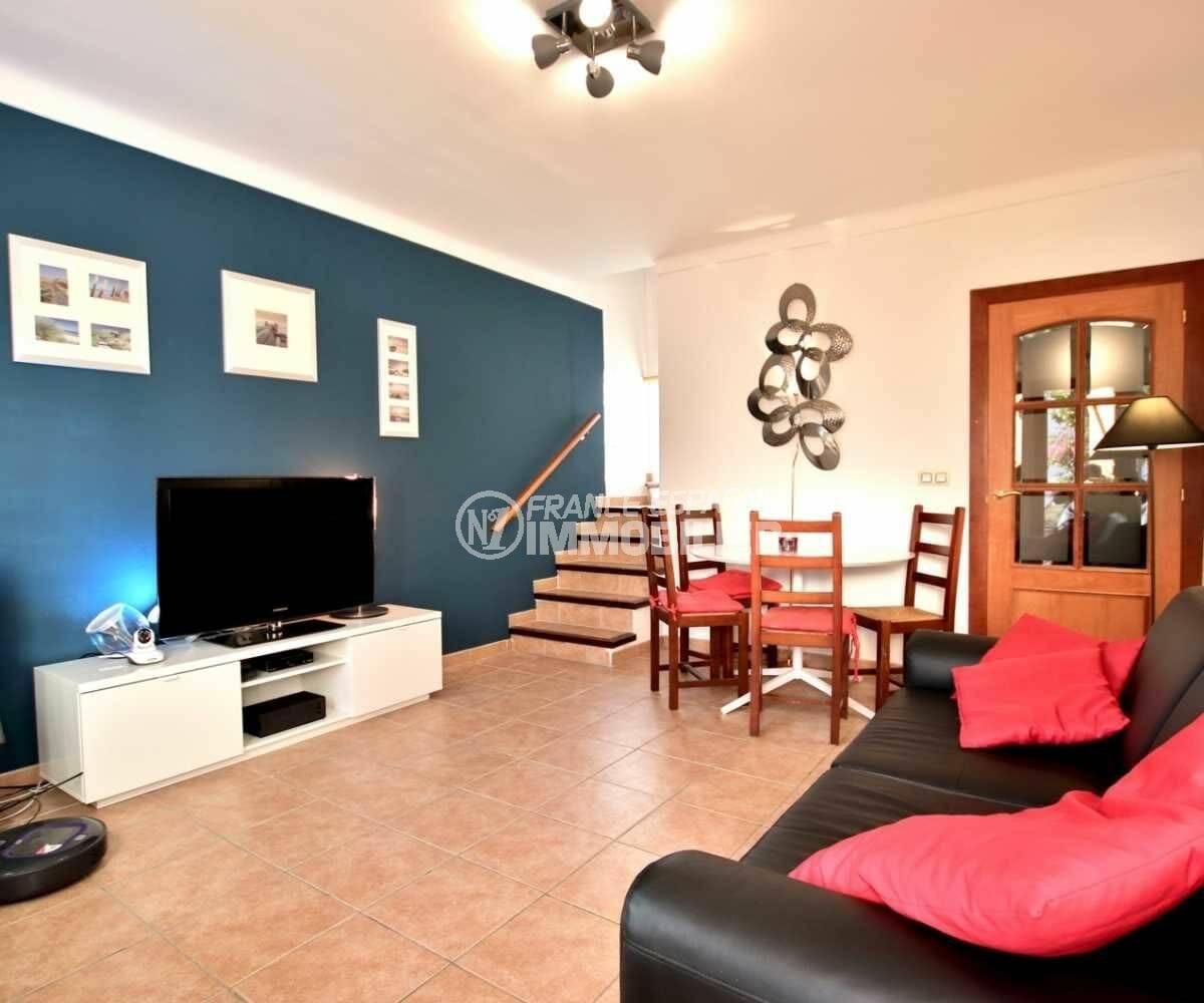 acheter maison costa brava, ref.3818, salon / salle à manger avec des rangements