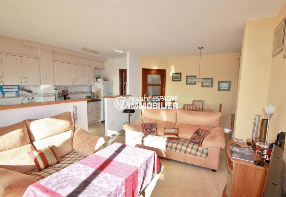 appartements a vendre costa brava, ref.3823, salon / salle à manger avec cuisine ouverte