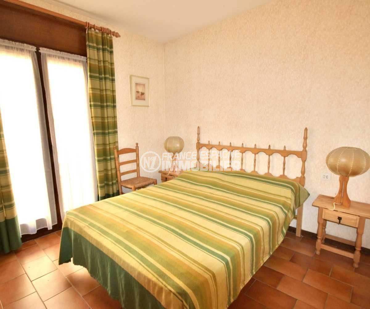 agence immo empuriabrava: appartement ref.3809, première chambre avec lit double