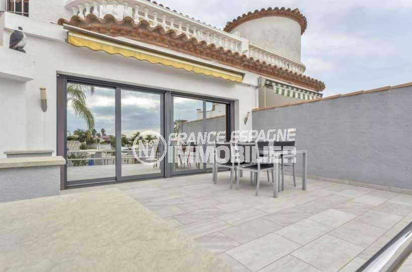 vente maison empuriabrava, ref.3827, terrasse coin repas avec accès au salon