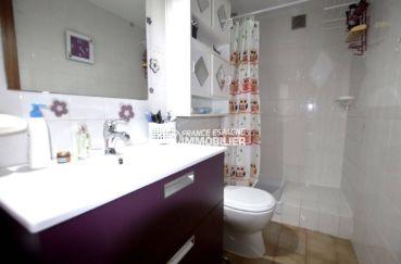 appartement a vendre a rosas, ref.3810, salle d'eau avec wc, vasque et des rangements
