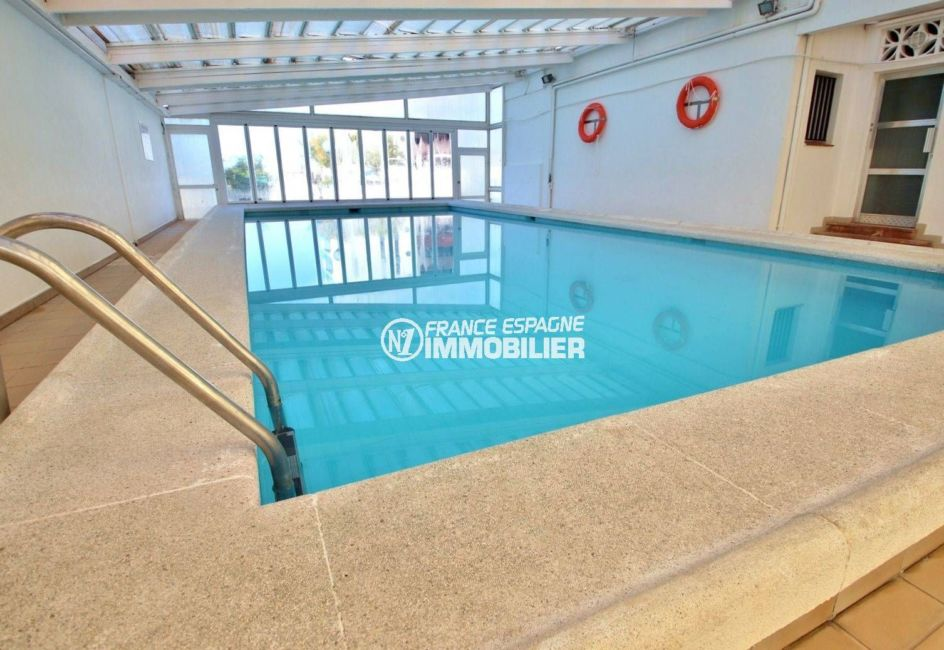 immo roses: studio ref.3814, grand studio, avec piscine dans la résidence