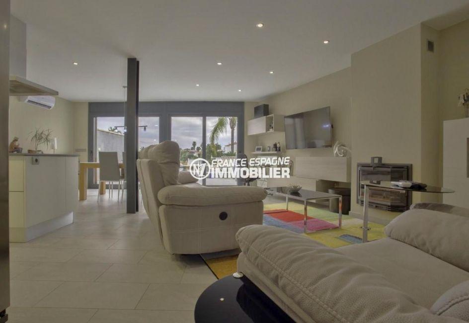 maison à vendre empuriabrava, ref.3827, salon / salle à manger avec accès à la terrasse