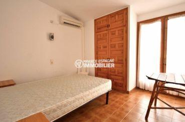 agence immobiliere empuriabrava: villa ref.3822, seconde chambre avec lit simple et placard intégré