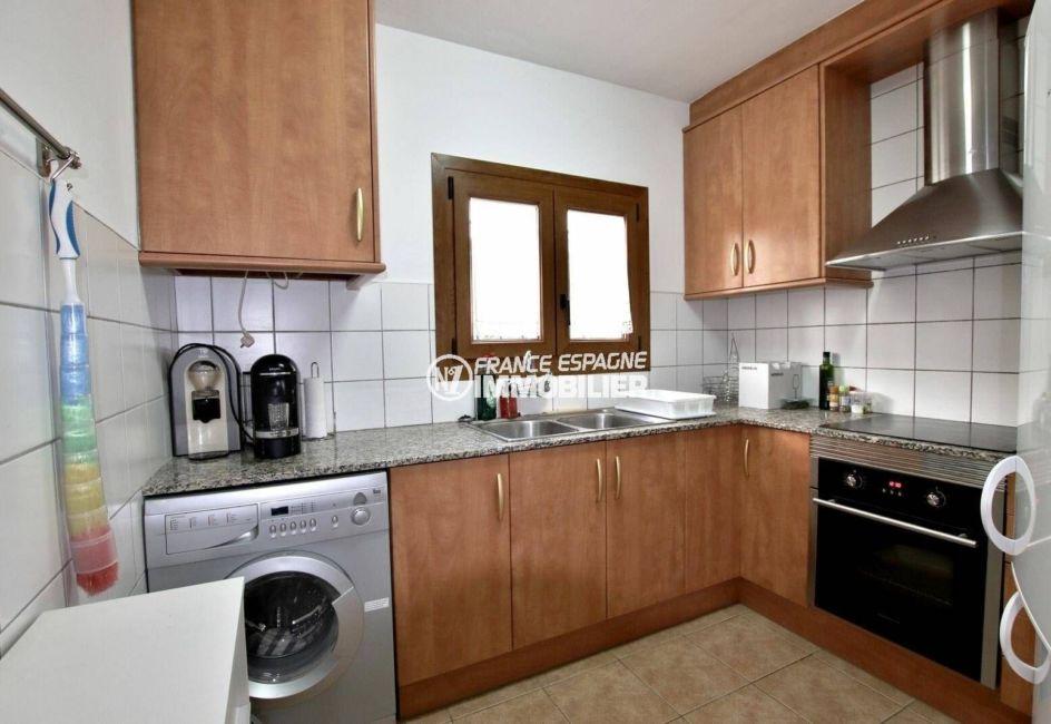 vente maison costa brava, ref.3818, cuisine indépendante aménagée avec des rangements