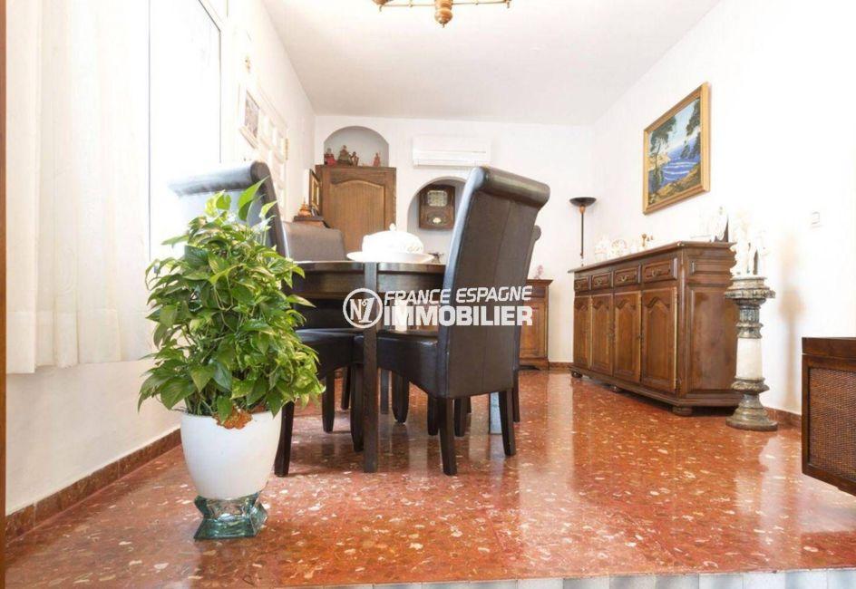 agence immobilière empuriabrava: villa ref.3828, entrée dans le séjour