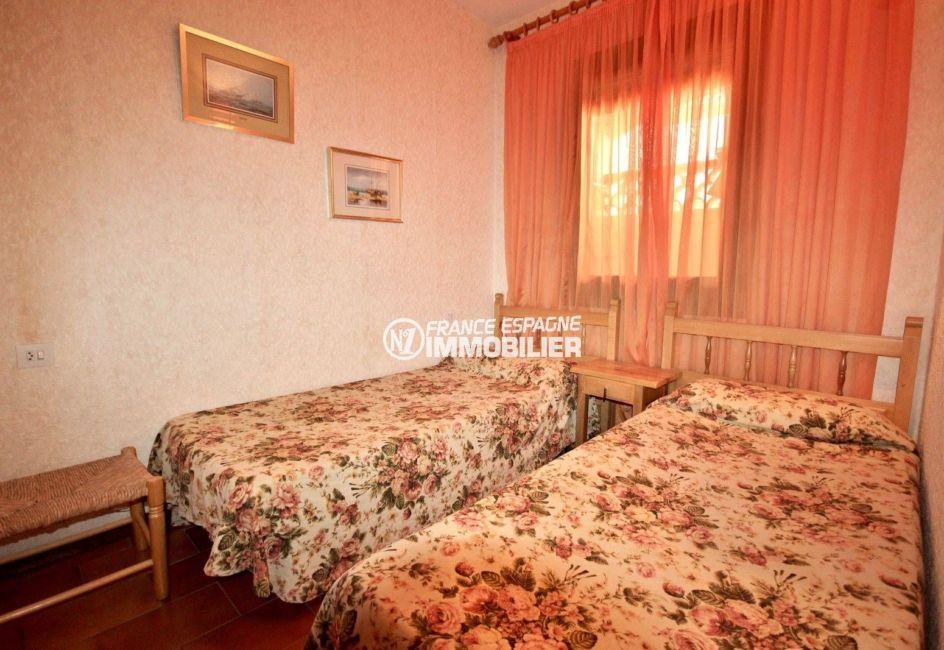 agence immobiliere empuriabrava: appartement ref.3809,seconde chambre avec deux lits