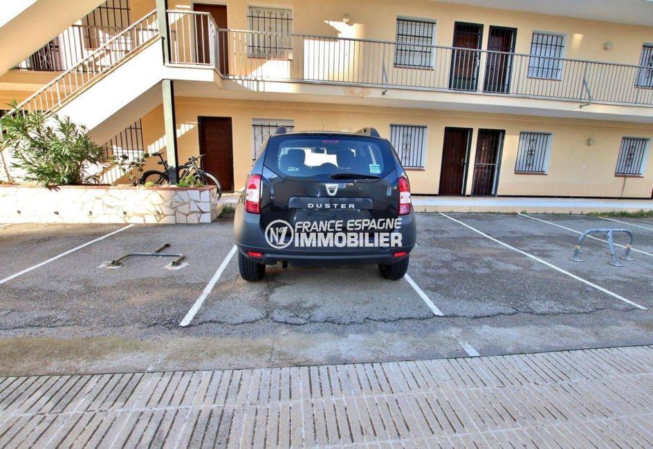vente appartement rosas espagne, ref.3810, aperçu du parking extérieur privé
