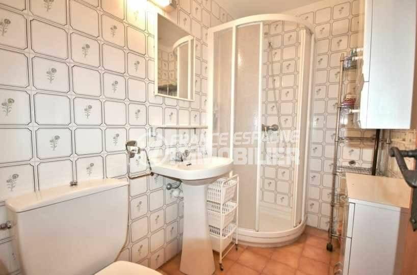 agence immobilière empuriabrava: villa ref.3822, cabine douche et toilettes dans la salle d'eau
