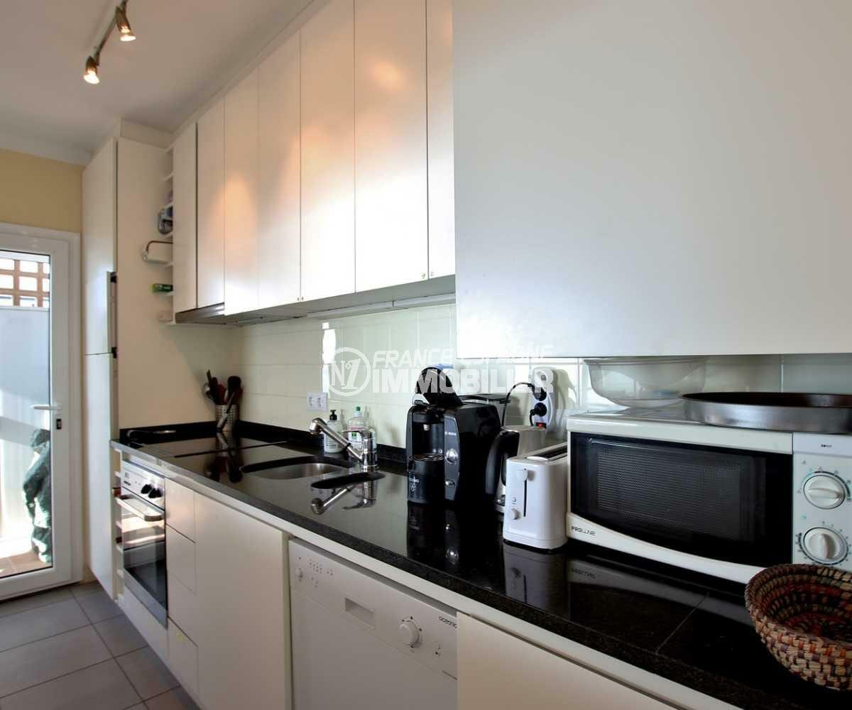 immobilier roses espagne: ref.3839, cuisine semi ouverte sur le salon accès terrasse