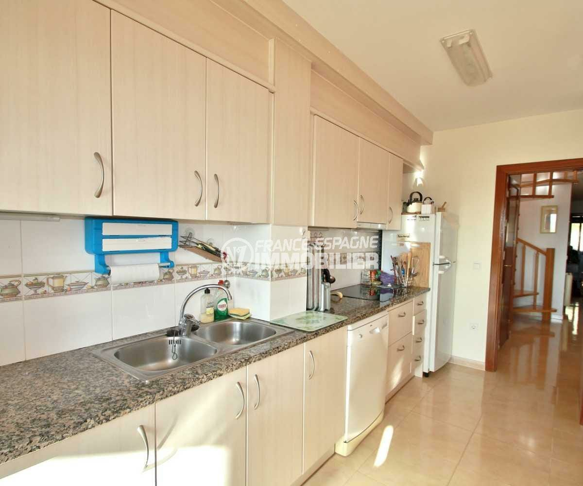 agence immobiliere costa brava espagne: ref.3823, cuisine aménagée avec des rangements
