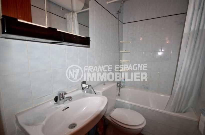 agence immobilière empuriabrava: appartement ref.3809, salle de bains avec baignoire et toilettes