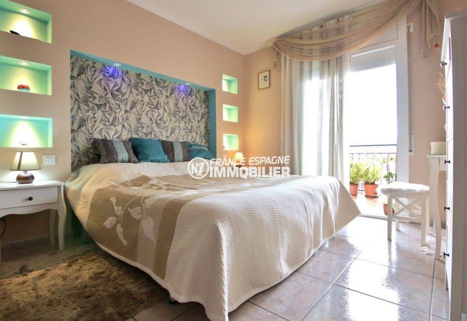appartement à vendre à rosas espagne, ref.3820, première chambre lumineuse accès terrasse