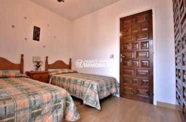 vente immobiliere rosas espagne: villa ref.3815, chambre 2 avec 2 lits simples et placards intégrés