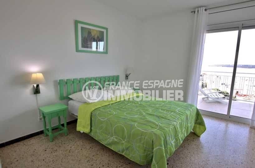 immobilier roses espagne: ref.3824, première chambre: lit double accès terrasse