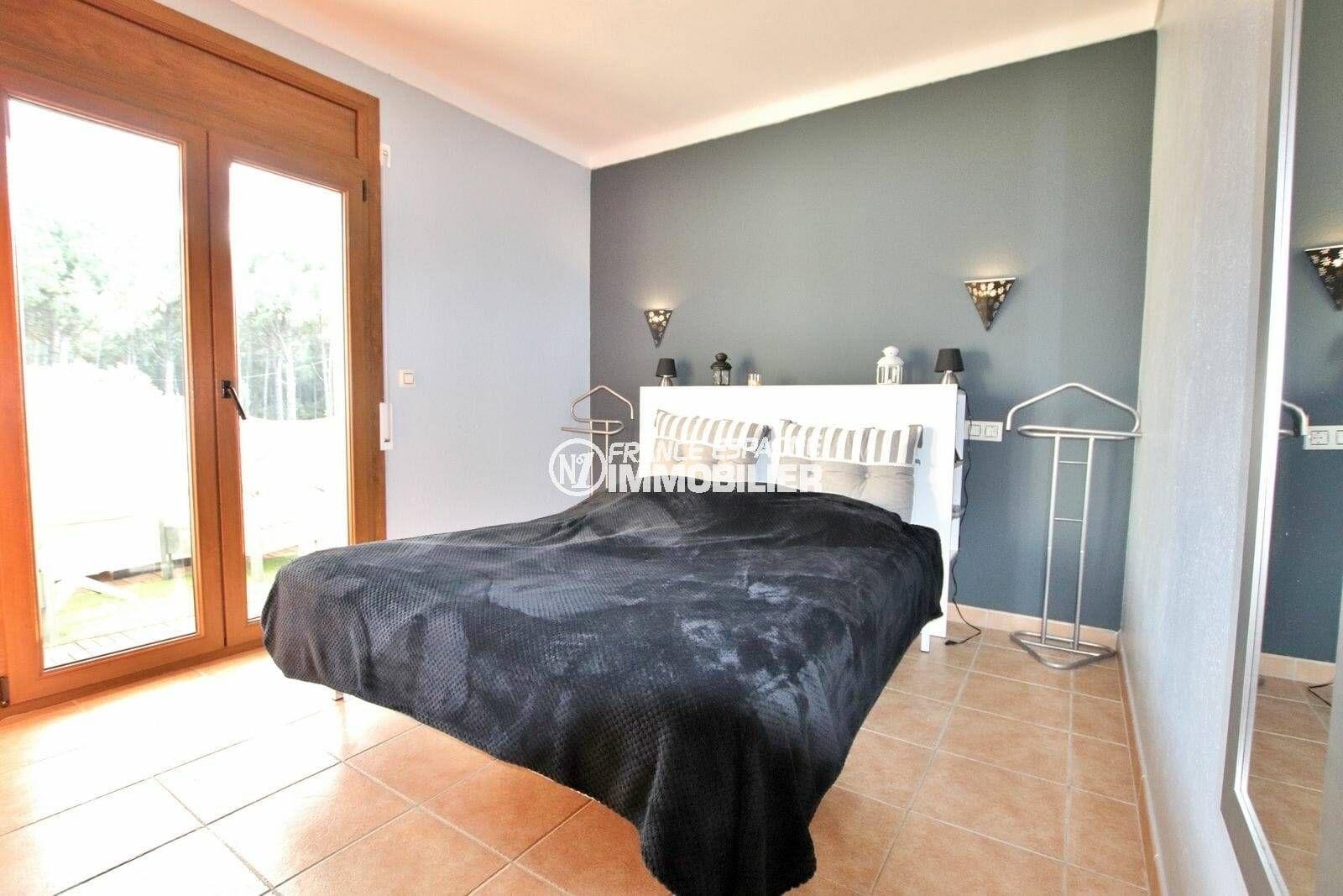 maison costa brava, ref.3818, première chambre avec lit double acès terrasse