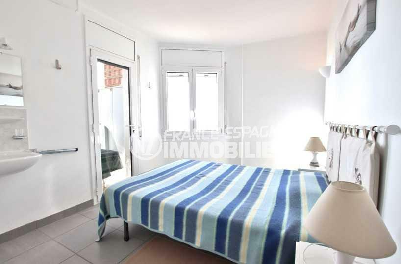 agence immobiliere costa brava: ref.3839,première chambre avec lit double accès terrasse