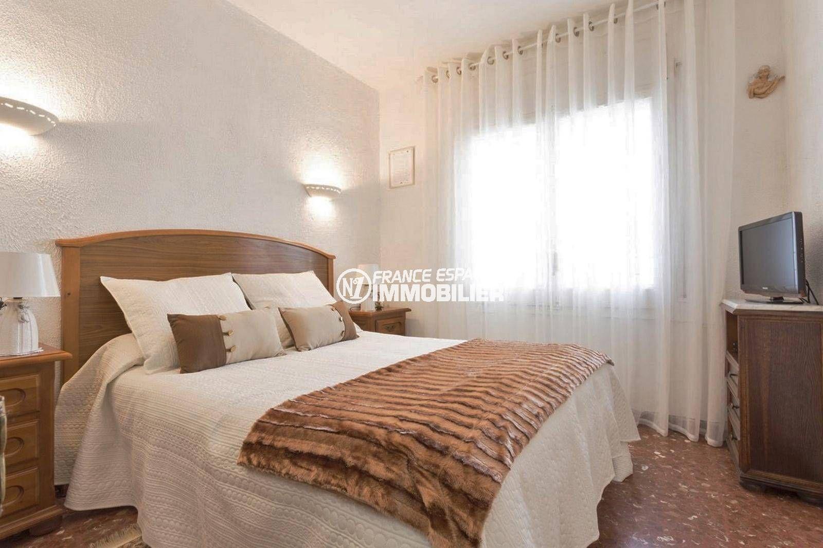 empuriabrava immobilier: villa ref.3828, première chambre avec lit double