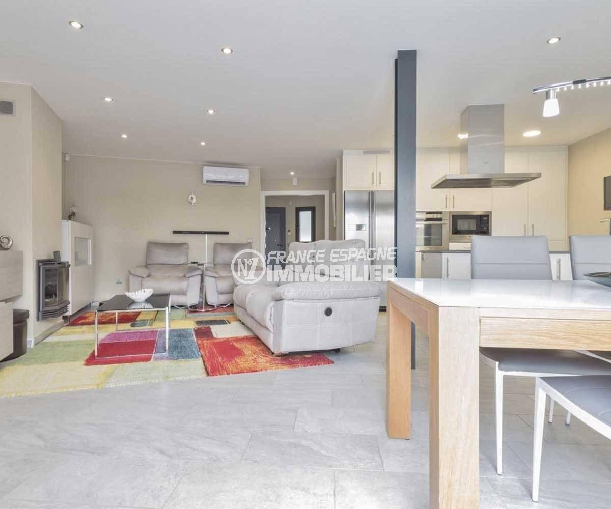 empuriabrava immobilier: villa ref.3827, salon / salle à  manger avec cuisine ouverte