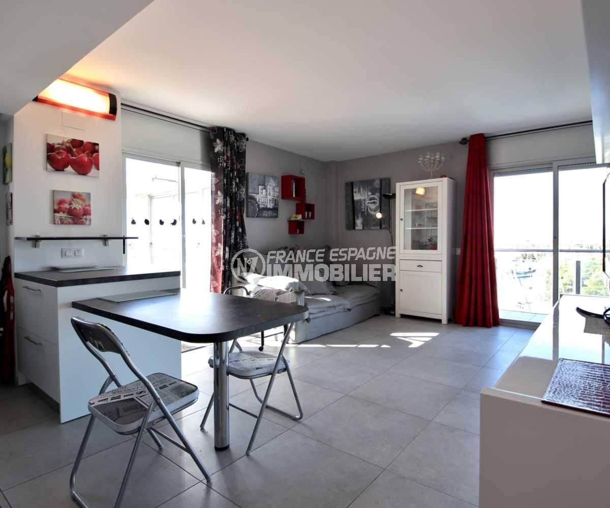appartement à vendre à rosas espagne, ref.3812, perspective sur coin repas et salon