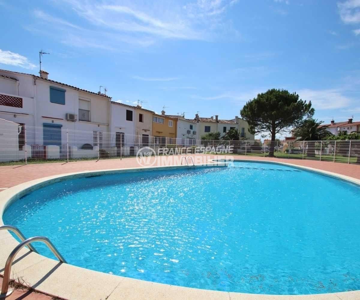 maison a vendre espagne, ref.3822, piscine en commun et vue sur le quartier résidentiel