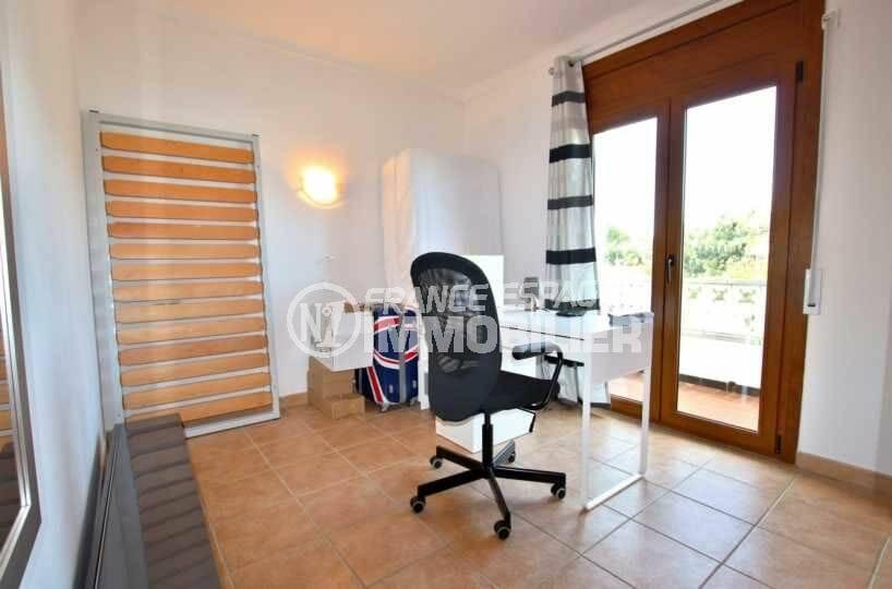 immo costa brava: villa ref.3818, deuxième chambre bureau aménagé accès terrasse