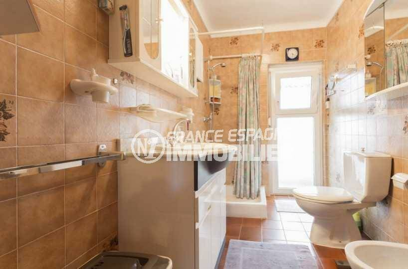 empuriabrava immobilier: villa ref.3833, salle d'eau: douche, vasque, wc et bidet