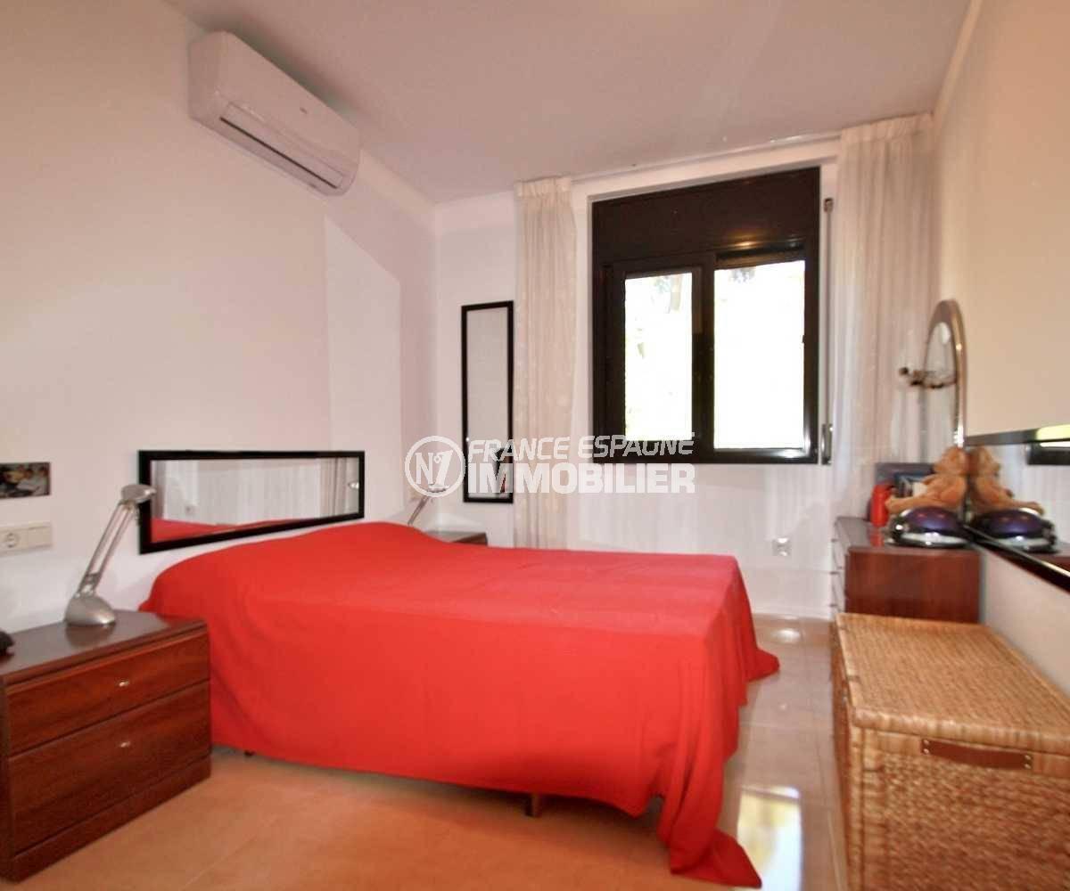 achat appartement costa brava, ref.3823, deuxième chambre: lit double avec des rangements