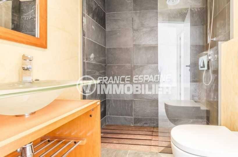 appartement a vendre a rosas, ref.3826, salle de bains standing avec cabine douche et toilettes