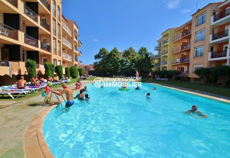 empuriabrava immobilier: appartement ref.3809, piscine et jardin de la résidence