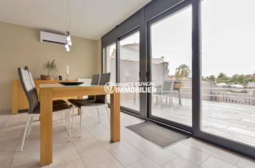maison a vendre a empuriabrava, ref.3827, salle à manger avec accès à la terrasse