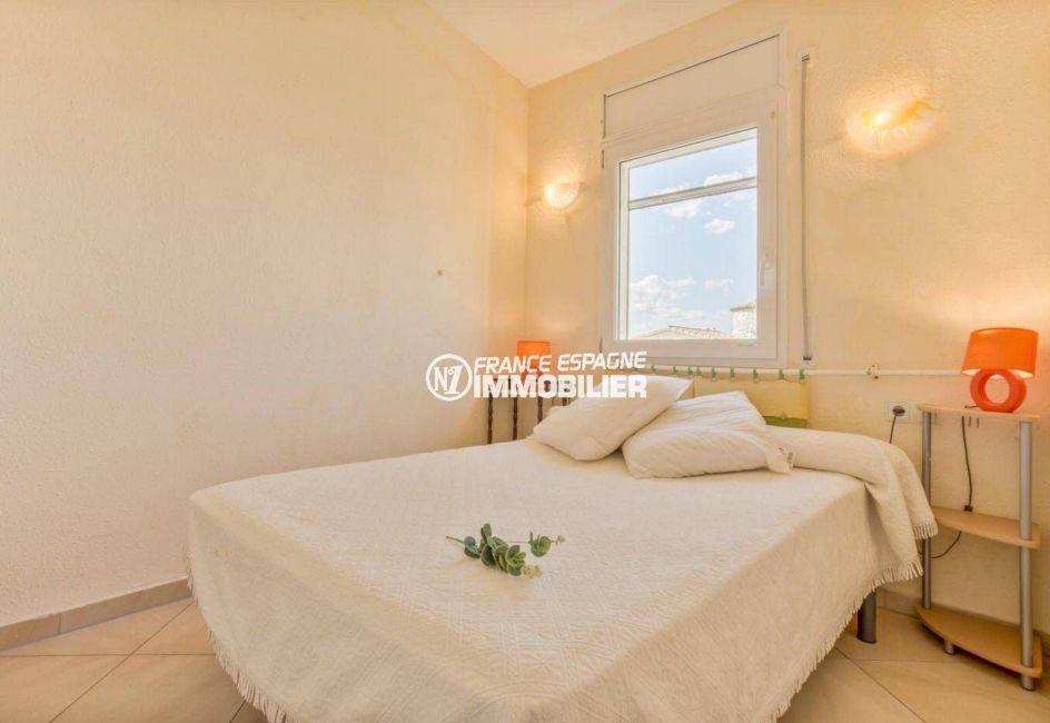 empuriabrava immobilier: villa ref.3834, deuxième chambre: lit double
