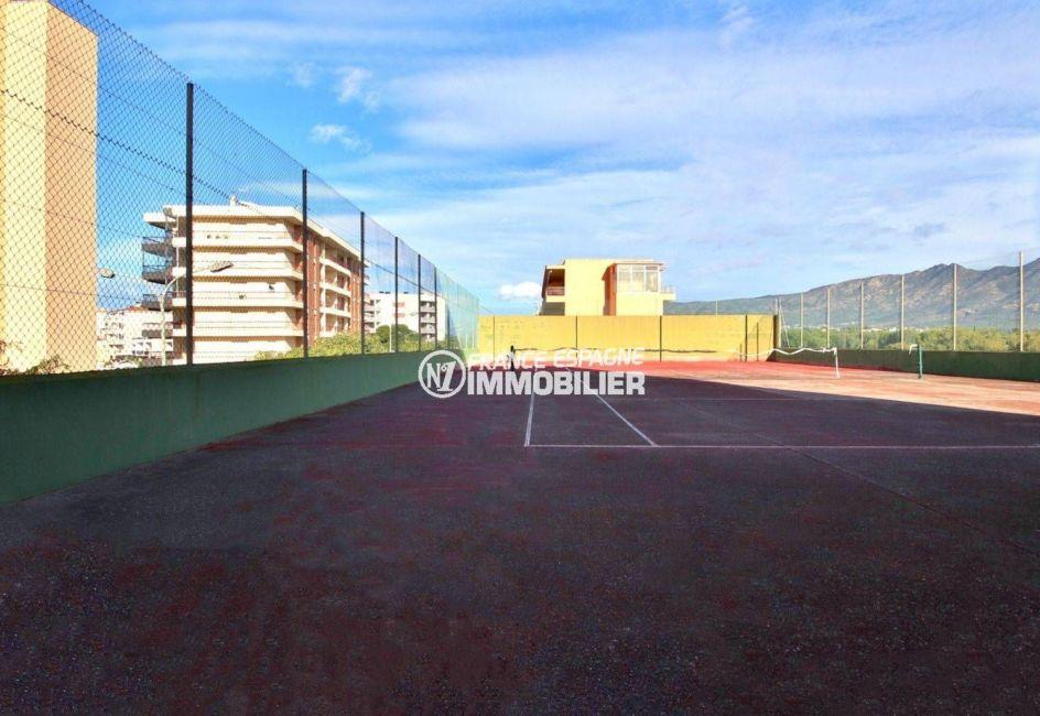 immocenter roses: studio ref.3814, terrain de tennis communautaire