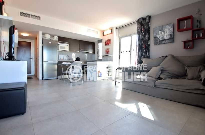 vente appartement rosas espagne, ref.3812, vue coin repas et cuisine américaine
