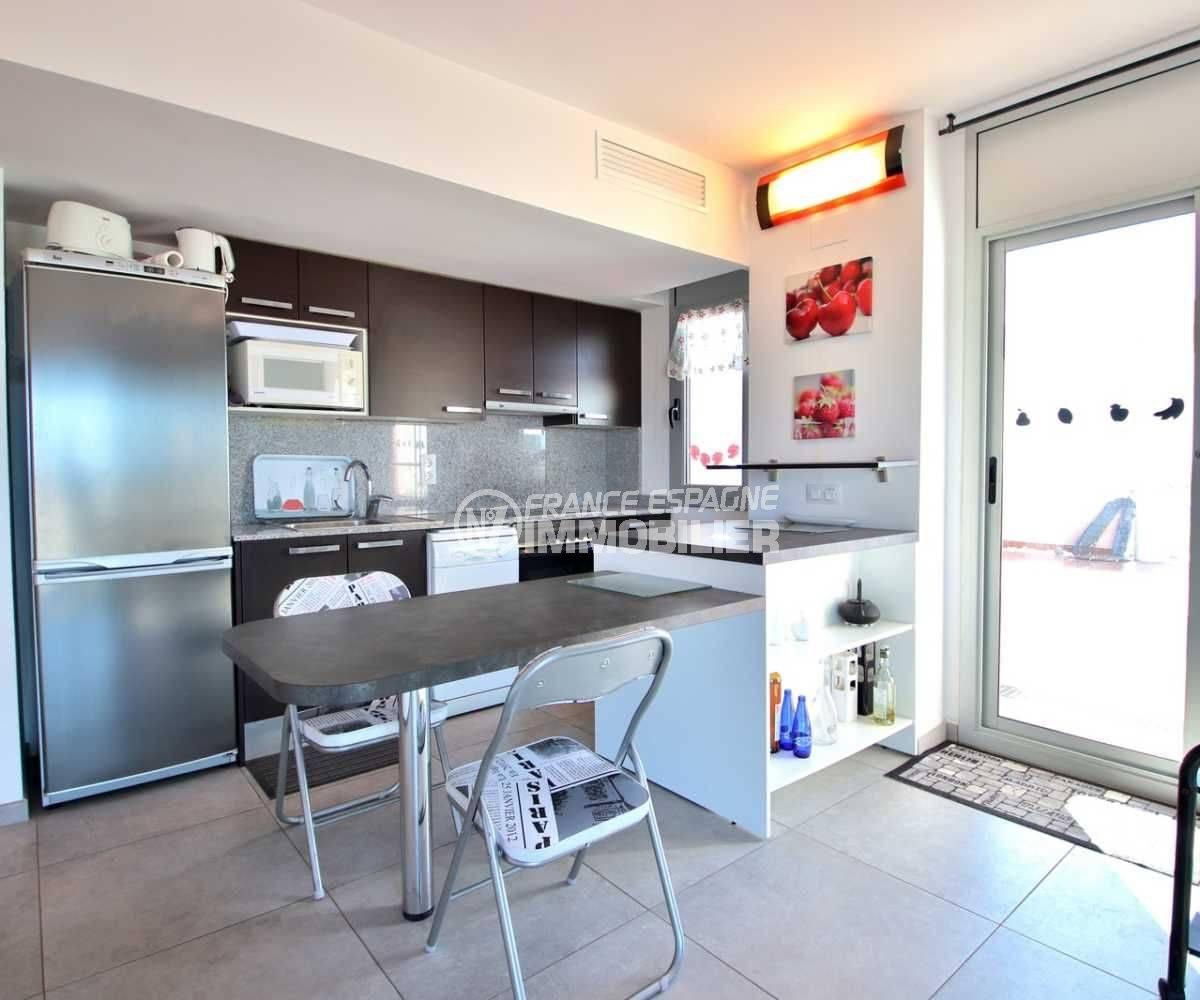 achat appartement rosas espagne, ref.3812, cuisine américaine équipée avec accès terrasse