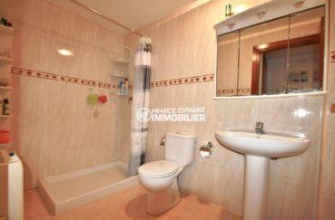 costabrava immo: appartement ref.3823, salle d'eau: douche, lavabo et toilettes