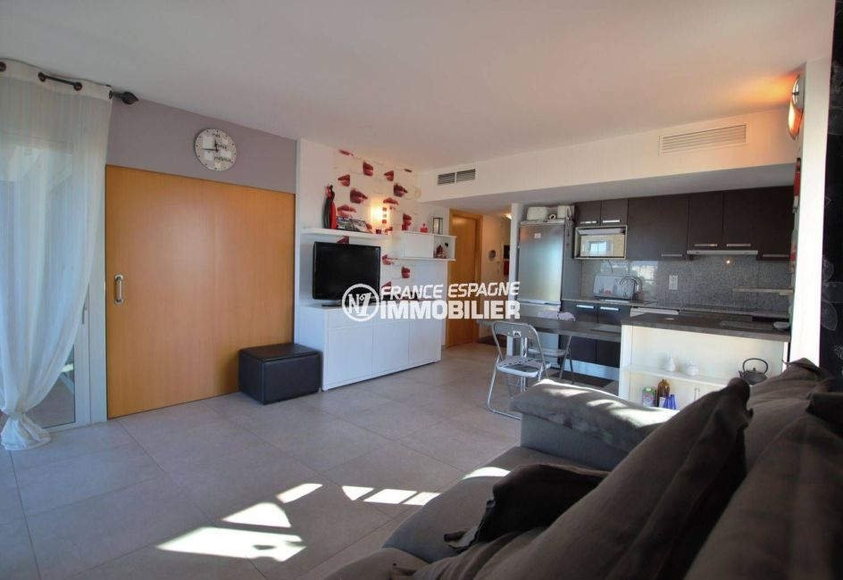 roses immobilier: appartement ref.3812, vaste séjour / salle à manger