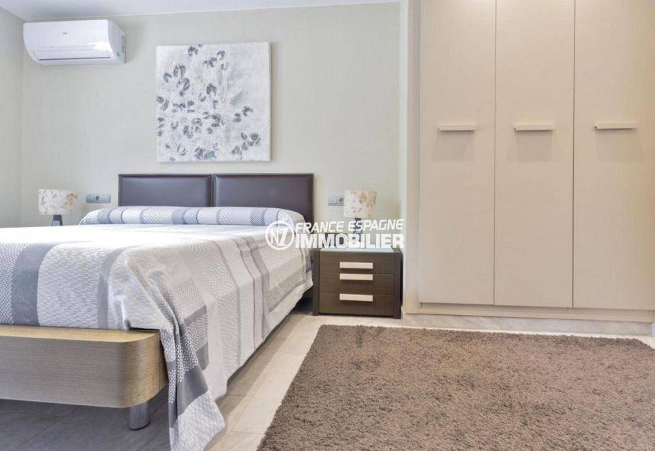 acheter maison empuriabrava, ref.3827, suite parentale avec lit double et rangements