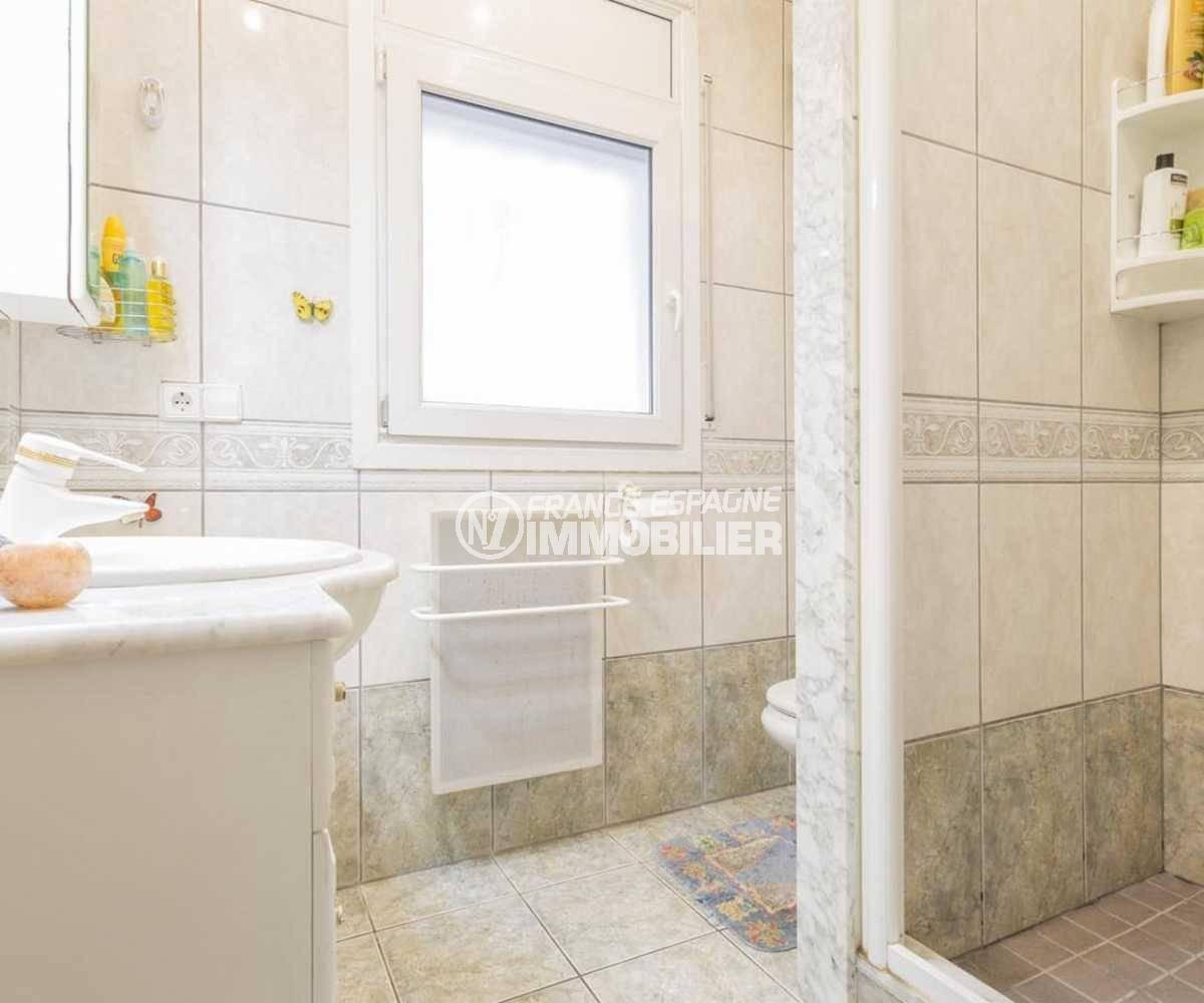 achat immobilier costa brava: villa ref.3832, salle d'eau standing avec cabine douche et toilettes
