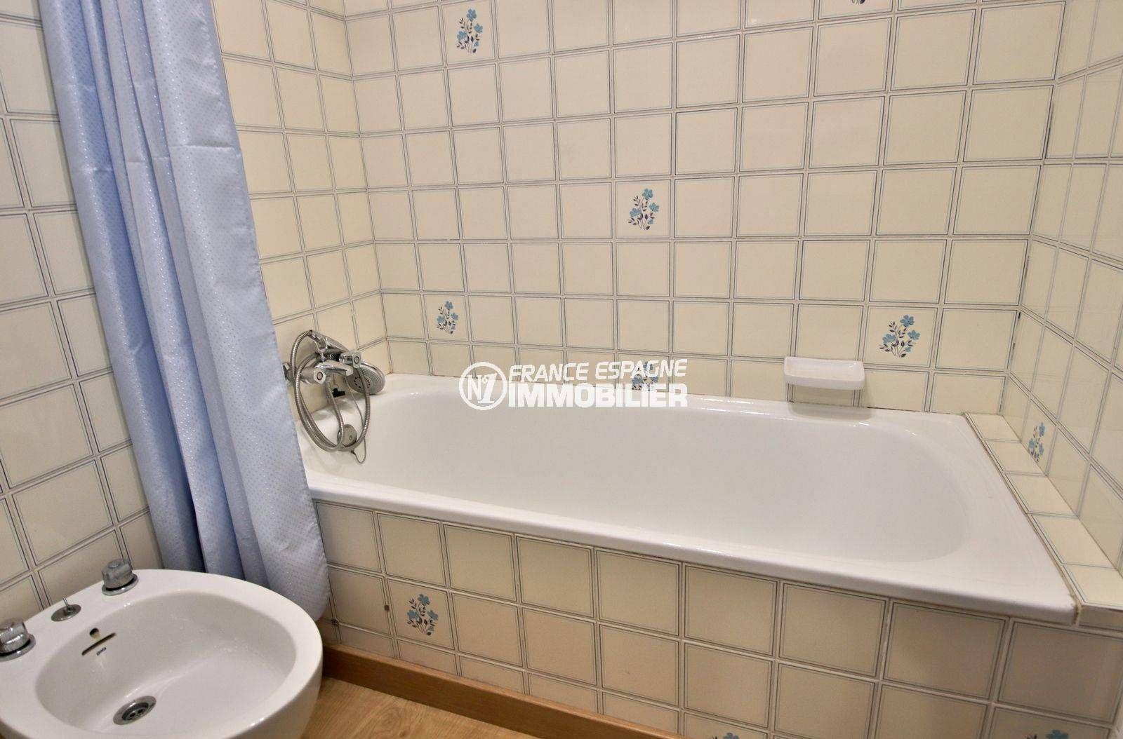 agence rosas: villa ref.3815, sallle de bains avec baignoire