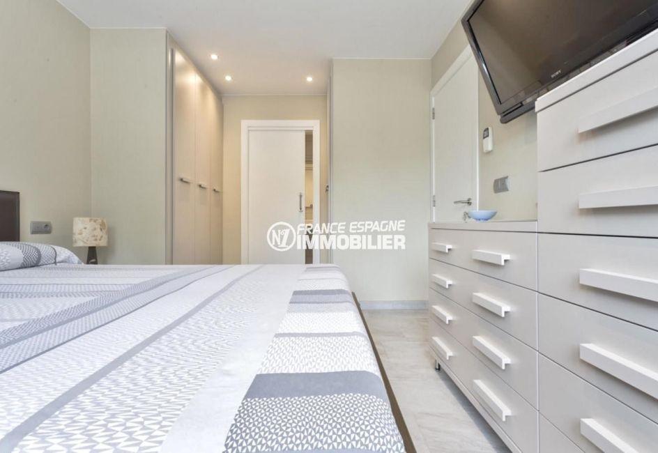 agence empuriabrava: villa ref.3827, suite parentale avec salle d'eau attenante