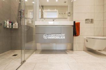 maison a vendre espagne, ref.3827, salle d'eau: douche, avec meuble vasque et toilettes