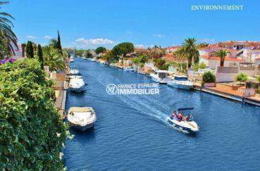 la costa brava: villa ref.3822, un des canaux d'empuriabrava aux environs