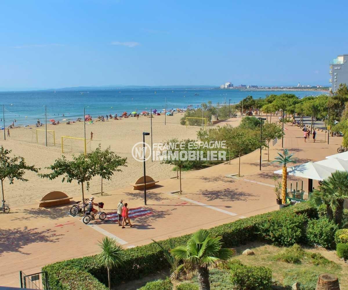 la costa brava: appartement ref.3839, vue sur la plage et le voisinage depuis la terrasse