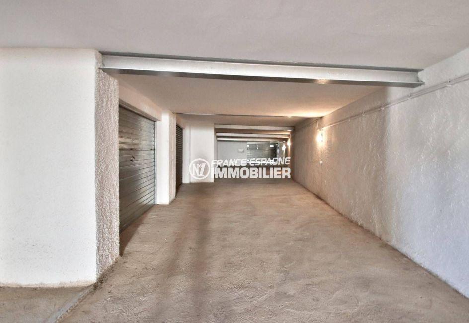 immocenter roses: villa ref.3815, aperçu des garages dans la résidence