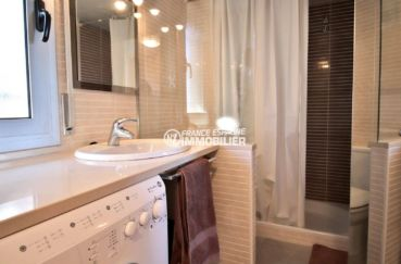 appartement costa brava, ref.3812, salle d'eau avec cabine douche moderne et vasque