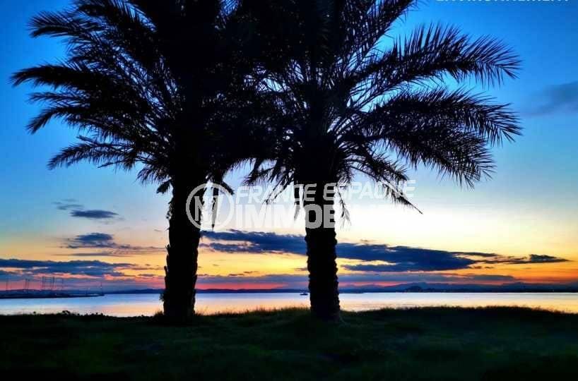 immo center roses: ref.3839, magnifique coucher de soleil sur la plage aux alentours