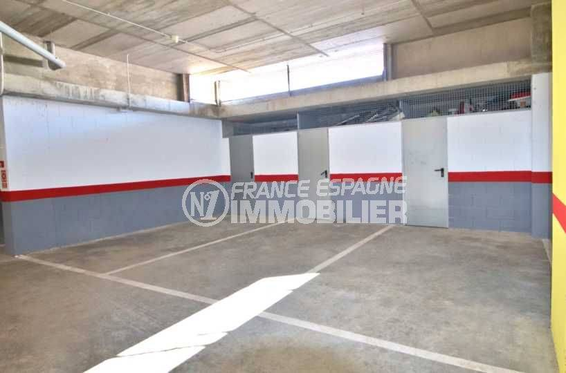 appartement roses, ref.3812, place de parking et cave privée en sous-sol
